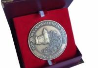 etui z możliwością ekspozycji medalu - medal Honorowy Obywatel Bytowa