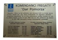 Tablica pamiątkowa Komendantów Fregaty DAR POMORZA