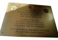 Tablica pamiątkowa Stowarzyszenia Żołnierzy 8 Dywizji